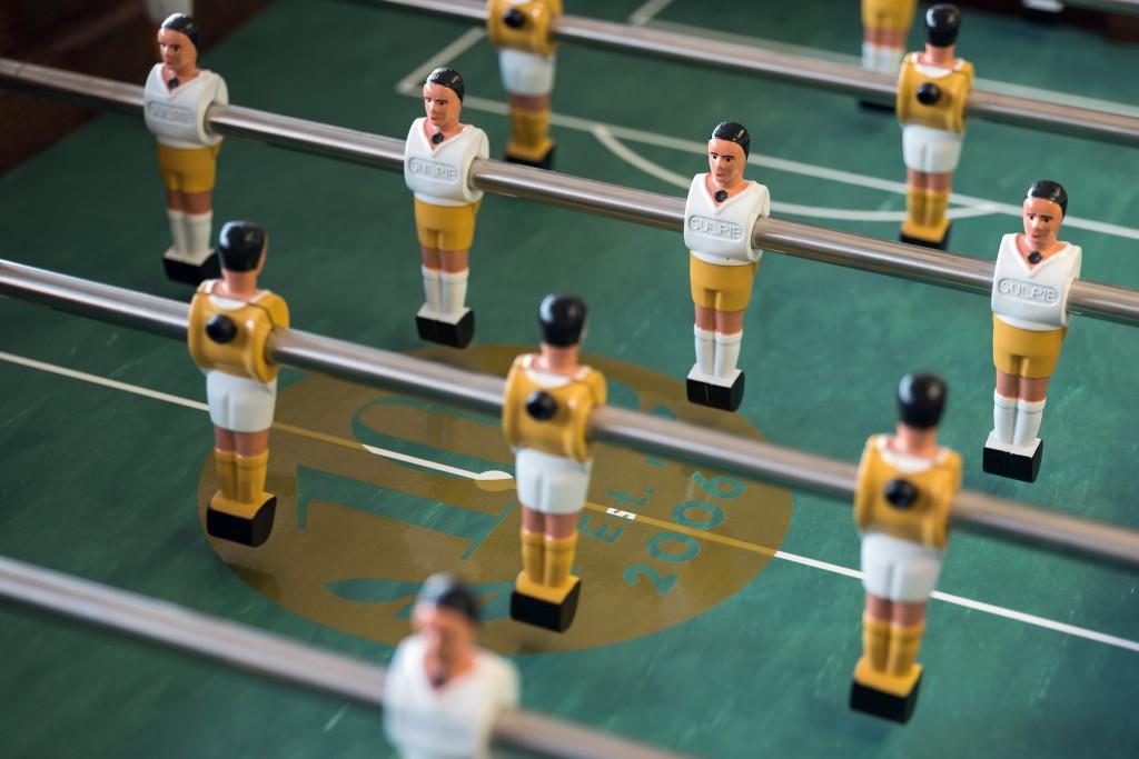 Jubiläum Anspielkreis auf Tischfussballfeld