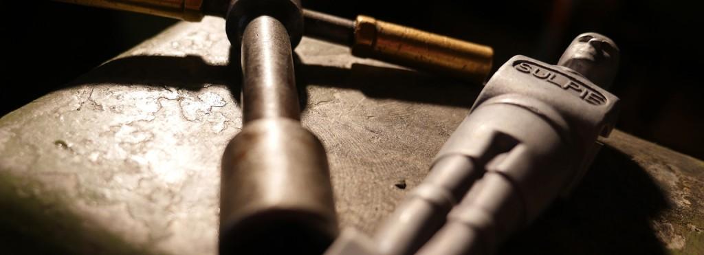 Die Spieler sind aus Aluminium und nicht aus Kunststoff: Für einen noch satteren Schuss
