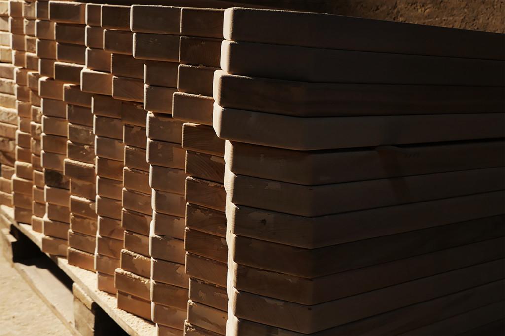 Die Bretter, aus denen der Kasten besteht, werden sorgfältig ausgewählt